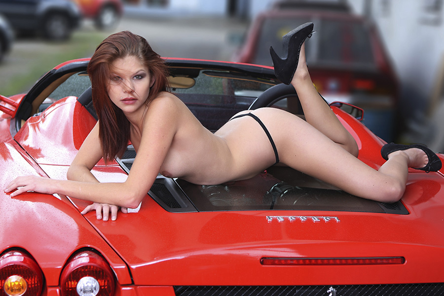 Sexy Carshooting, Model auf Ferrari